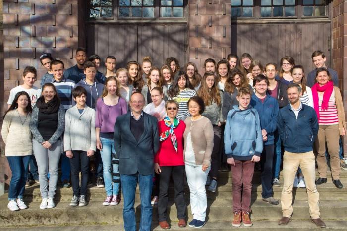 Lycée Gerhart Hauptmann à Berlin-Köpenick - Monsieur Hähnert (directeur) avec les élèves du lycée Saint-Caprais et du collège Sainte-Foy, accompagnés de leurs professeurs Madame Ackermann et Madame Dézard